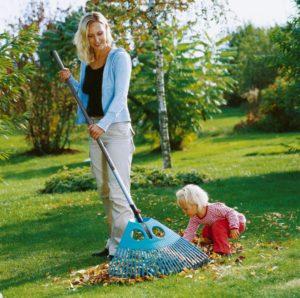 Vějířové plastové hrábě, zdroj: Gardena